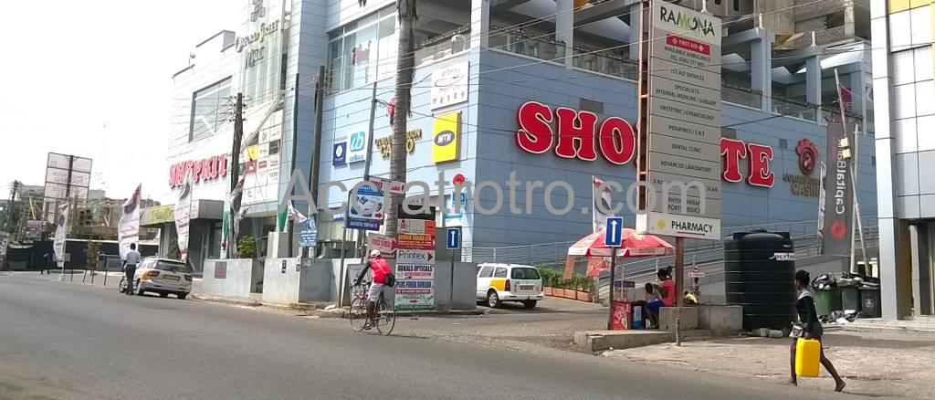 Oxford Street mall trotro stop in Accra